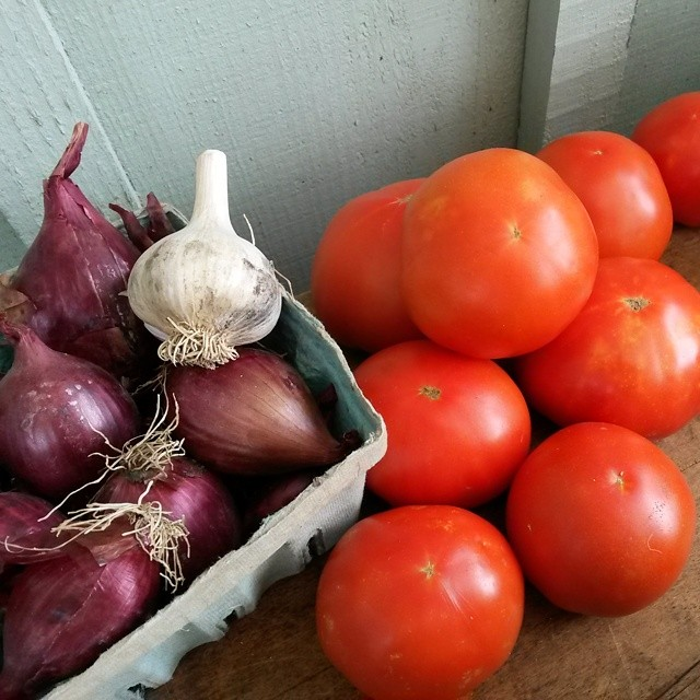 tomatoes onions farm stand
